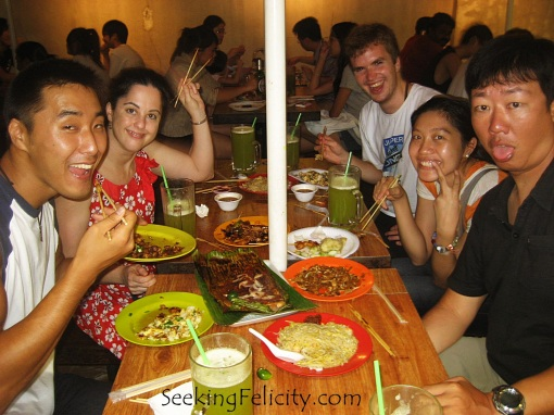 A must when in Singapore: eat out with friends!!!