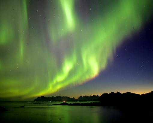 To see an aurora borealis would be a dream come true!♥
